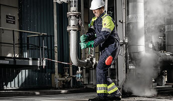 Protective_clothing_chemical_industry_1